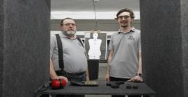 Pai e filho apostam no viés esportivo para abrir clube de tiro em Porto Alegre