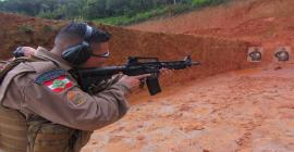 Policiais fazem treinamento com armas mais potentes
