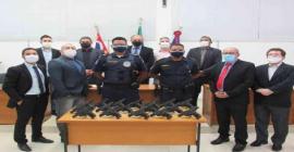 Guarda Municipal recebe armas adquiridas por emendas dos vereadores