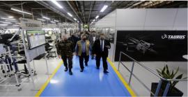Ministro da Defesa, Braga Netto, visita fábrica da Taurus em São Leopoldo
