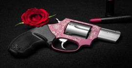 Taurus lança edição especial de revólver no Dia Internacional das Mulheres
