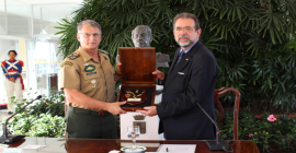 Taurus entrega armas para o Comando do Exército em Brasília